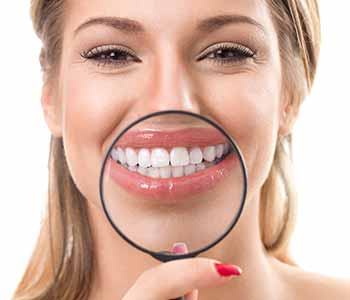 seek a dentist in Toronto area who can transform smiles with cosmetic treatments